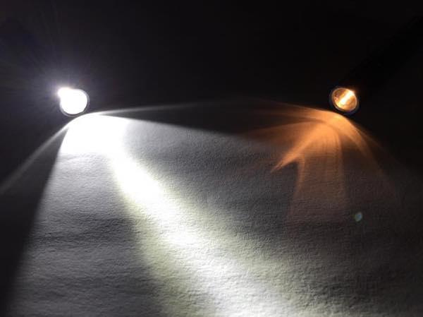 LEDと白熱球のフラッシュライト明るさ比較